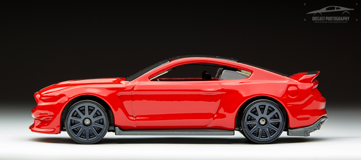 2016 Hot Wheels Ford Mustang Shelby GT350R - Side